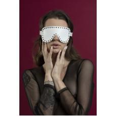 Маска кожаная закрытая с заклепками Feral Feelings - Blindfold Mask Белая